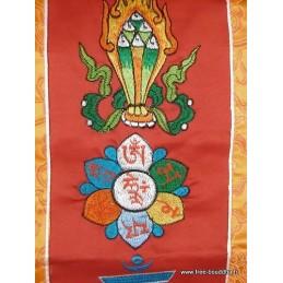 Tenture tibétaine rouge 5 symboles bouddhistes TENCS5