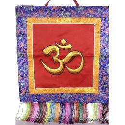 Bannière tenture tibétaine rouge OM