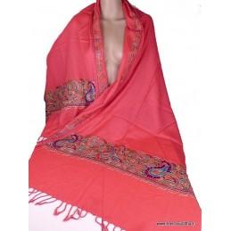 Châle rose en laine brodée motifs ethniques et perles CBP12