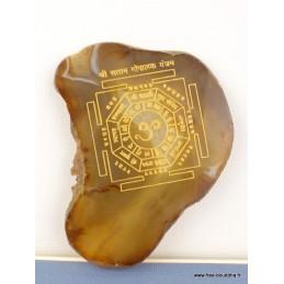 Agate naturelle marron gravée d'un Mandala bouddhiste MAND1