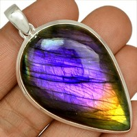Labradadorite-violette-pierre-cabochon